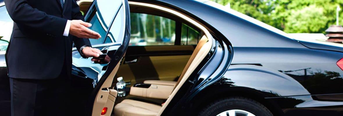 location-voiture-de-luxe-avec-chauffeur-hivecar-louer-vehicule-casablanca-zoom